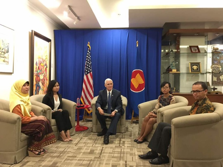 yseali-meet-with-vice-president-mike-pence-at-asean-secretariat-in-jakarta-indonesia_33330875124_o